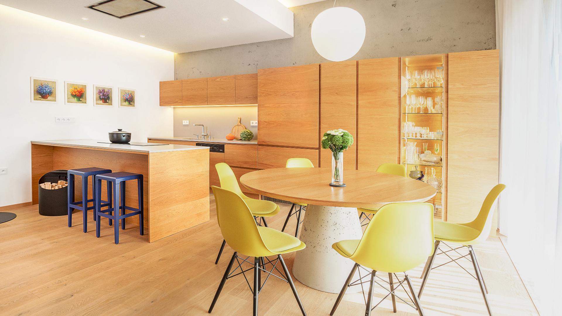 navrh interiru domu, zelene terasy, devin, interier domu, navrh jedalne, navrh kuchyne, navrh interieru kuchyne, navrh interieru, dizajn interieru, interierovy dizajner, interierovy dizajn, foscarini, dining room, kitchen design, interior design, vitra chair, interior designer , prirodny dub, ton, dubova dyha,